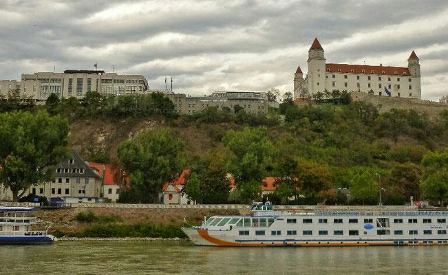 Bratislava mit Burg und Parlament