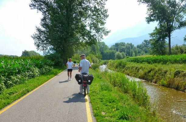Schöner Radweg an der Fiume Brenta