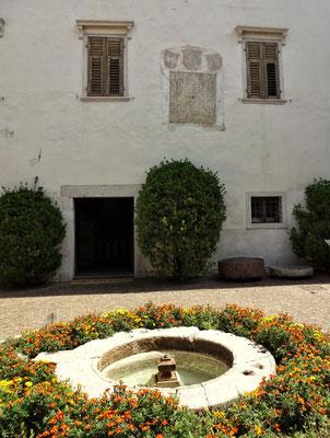 Kloster mit Schachbrett