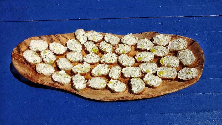 Fischaufstrich mit Olivenöl