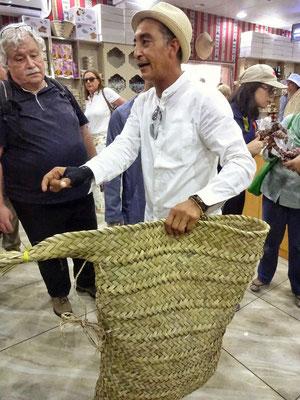 Unser Guide Helmi am Markt