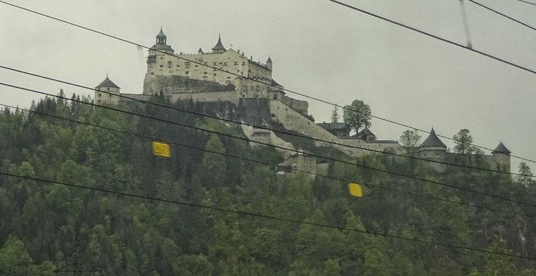Burg Werfen aus der Bahn