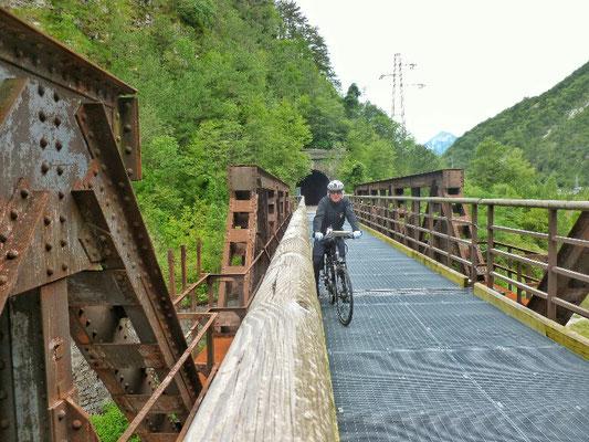 Über alte Eisenbahbrücken und Tunnels