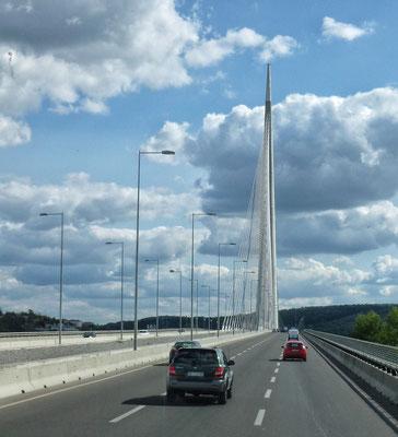 Einzige Schrägseil Brücke mit einem Mast