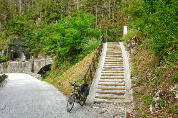 Rechts geht der Radweg!