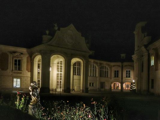 der Eingang ins Schloss