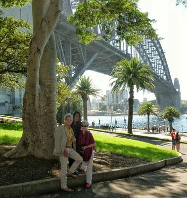 Mit Tint Tint vor der Harbour Bridge