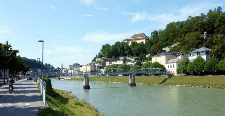 Einfahrt in die Stadt Salzburg mit Kapuzinerberg