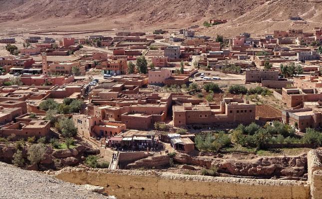 Vom Berber Dorf Ait Ben Haddou Blick ins Tal