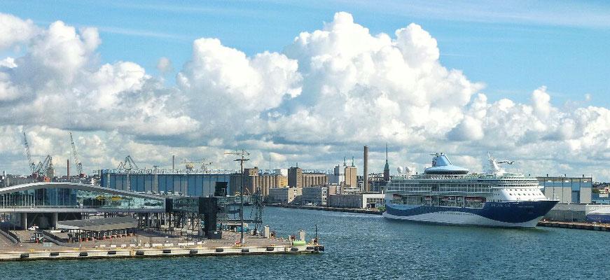 Einfahrt in den Hafen von Helsinki