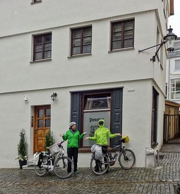 Abfahrt vor dem Hotel in Günzburg