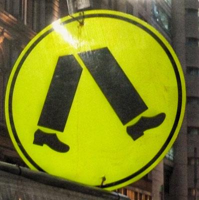 Nur Menschen ohne Oberkörper dürfen gehen!