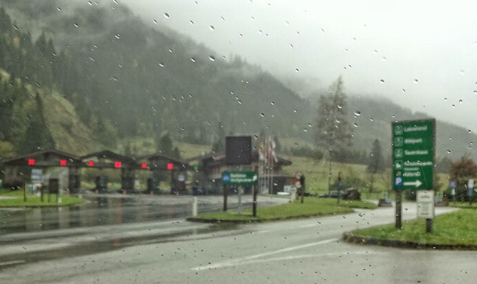 Regen vor der Glockner Mautstraße