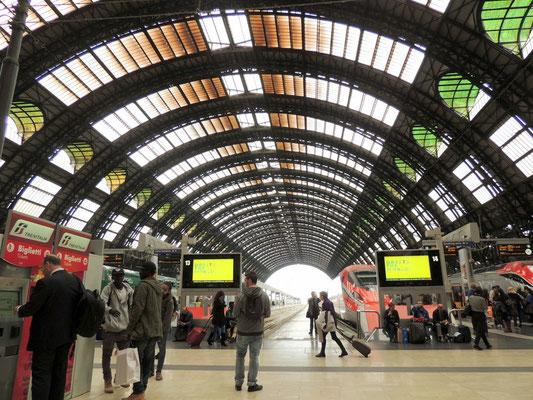 im Bahnhof, heim geht es