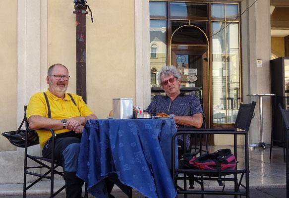 Der 1. Kaffee am Hauptplatz