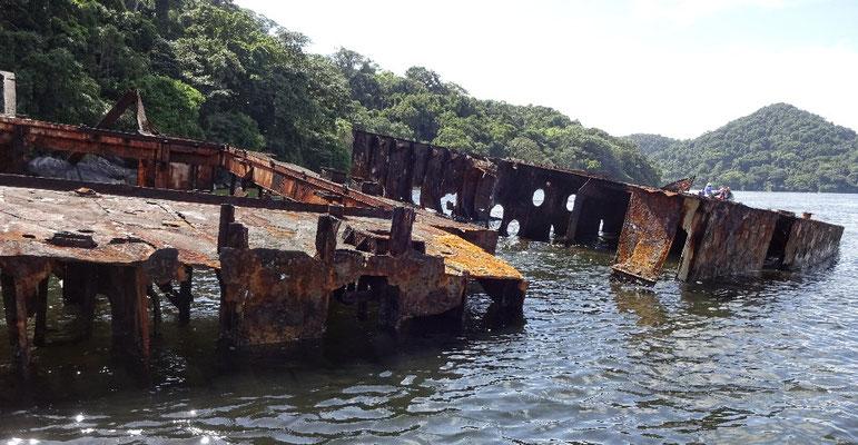 Schiffswrack vor der Insel