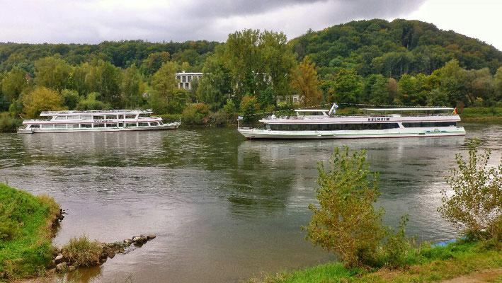 Reger Schiffverkehr im Donaudurchbruch