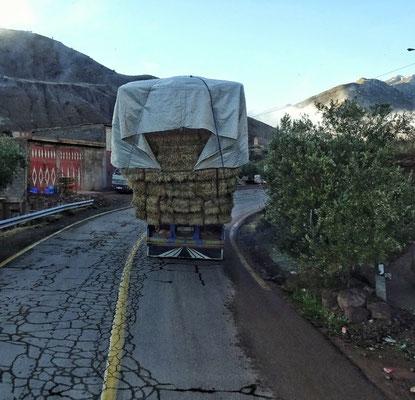 Stroh transportieren