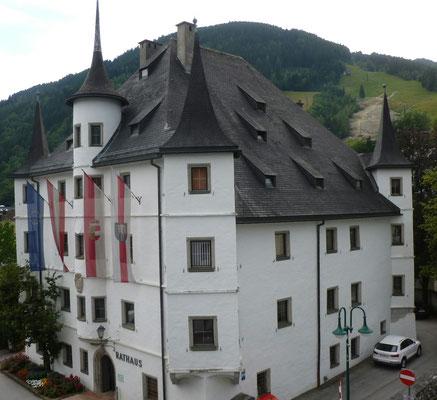 Rathaus von Zell am See vom Hoteldach aus gesehen