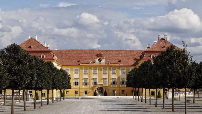 Schlosshof von außen