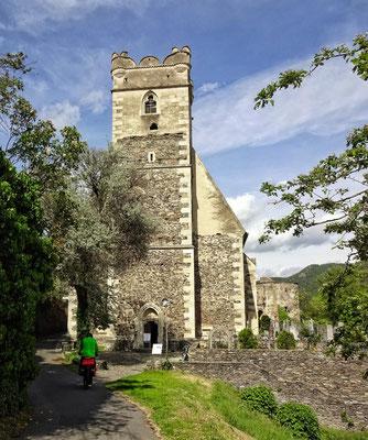 Franz auf dem Weg in die Kirche von Weissenkirchen