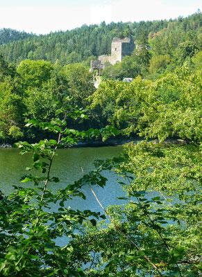 Burg Dobra am Dobra Stausee