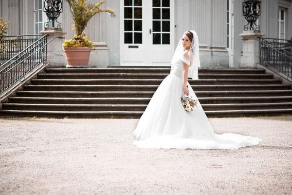 Braut vor Schloss Richmond