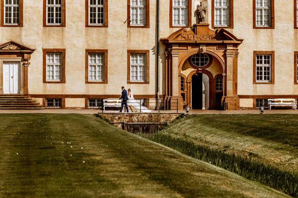 Brautpaar vor Schloss Corvey