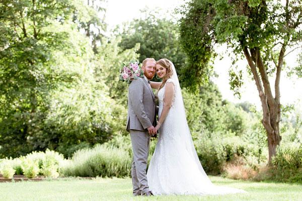 Brautpaar posiert
