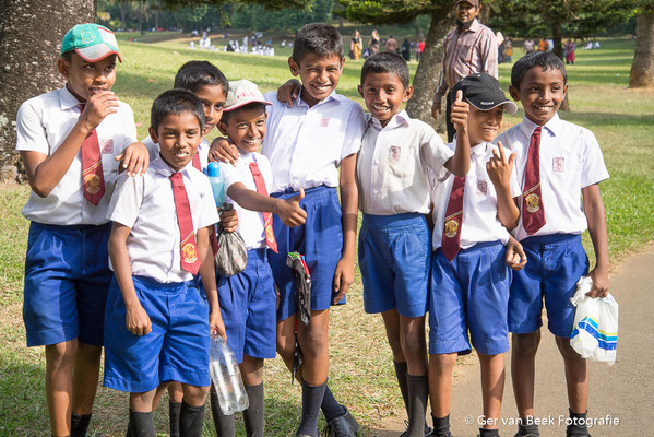 Jongens in schooluniform
