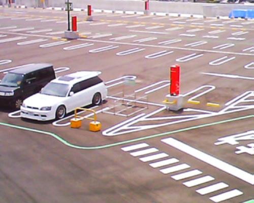 塗装前の駐車場