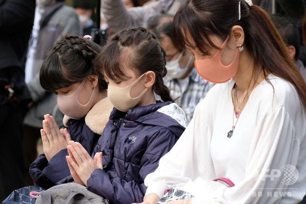 マスクをつけての追悼の黙祷
