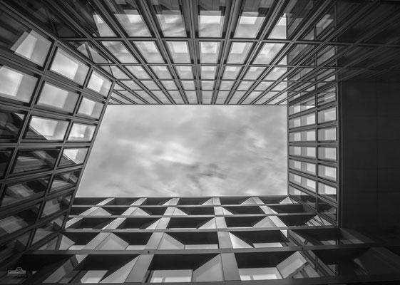 26.06.2016 - Zürich - Innenhof UBS - Loft Five - Europaallee