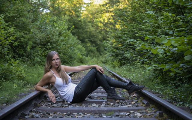 Sommer 2020 - Shooting mit Claudia - Auf den Gleisen