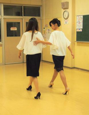 身体に負担のかからない美しい歩き方を身につけます。