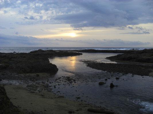 春田浜です まず、小さな川があります。