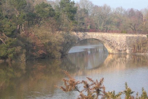 Pont reliant la Forge Neuve à Grand-Auverné