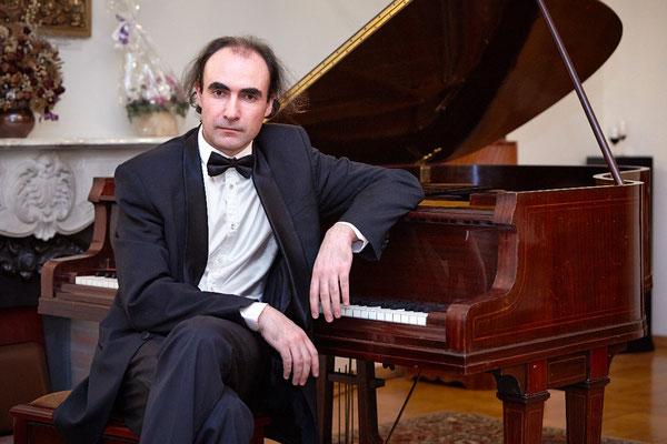 Олег ВАЙНШТЕЙН – фортепиано