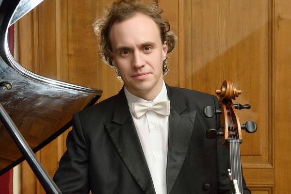 Дмитрий ХРЫЧЕВ – виолончель