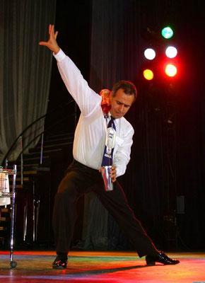 """Олег Желков. Захватывающий жонгляж в цирковом номере """"Бармен-шоу"""""""