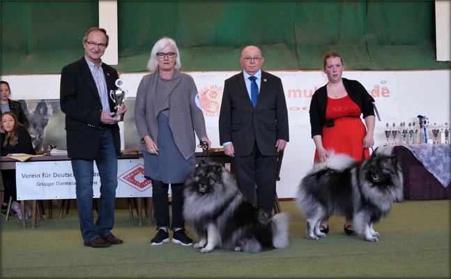 Bürgermeister Überherrn Hr Bernd Gillo mit Richter Hr. Hardtmann auf der CAC Spezialausstellung Spitze - 3 Länder Cup 2019