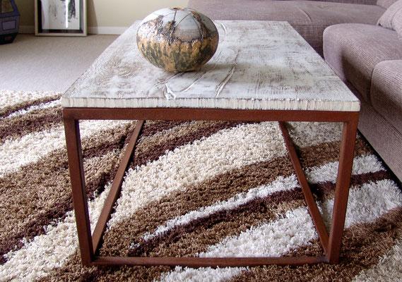 Eisentisch mit alter Eichenplatte gekalkt