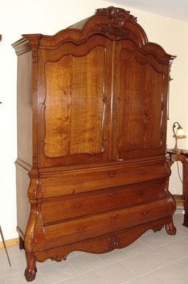 Kabinett Aufsatzschrank Eiche um 1770, Restauriert mit Schellack und Wachs