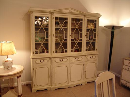 Bücherschrank sog. Bookcase aus der 2. Hälfte des 20. Jh., ehemals Mahagoni farbig
