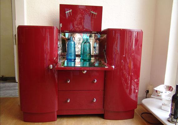 Rot lackierter Barschrank, England, Art Deco um 1940