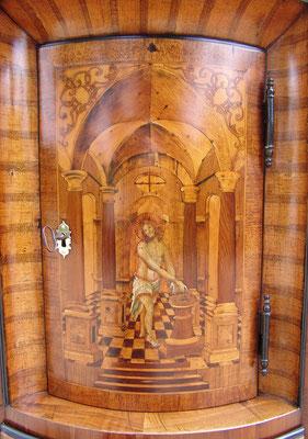 Detail der oberen Tür, Christus gemalt, originale Patina mit Schellack und Wachspolitur restauriert