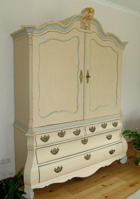 Kabinettschrank aus Eichenholz, Barock 18. Jh. mit farbiger Fassung