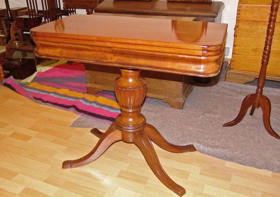 Spieltisch Mahagoni, Schellack poliert unter Beibehaltung der alten Oberfläche