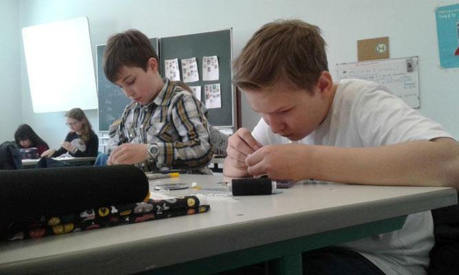 (Von rechts) David Glembien und Lennart Jänsch sind hoch konzentriert.