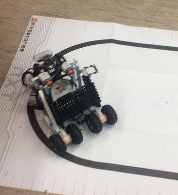 """Roboter mit Auftrag """"Linienfolger"""""""